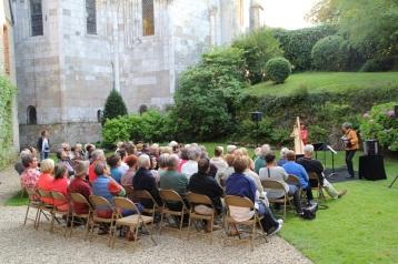 19 08 17 18h Cour du château WEB ©JV